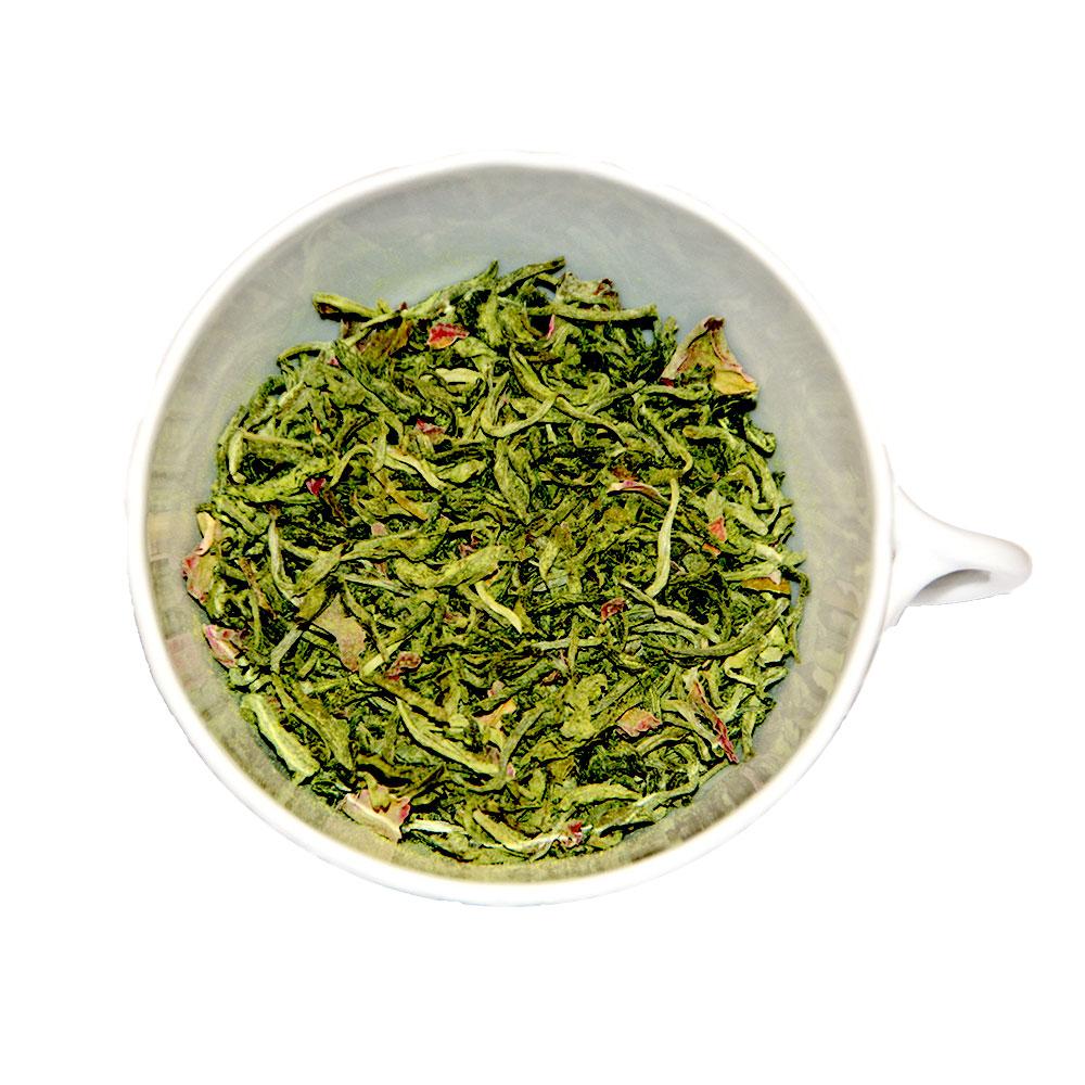 Grüner Tee mit Rosenblüten und Matcha