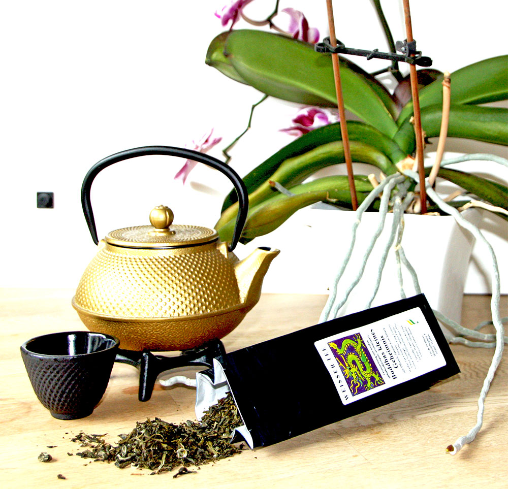 Weißer Tee mit Jasmin Pearls und Hibiskusknospen